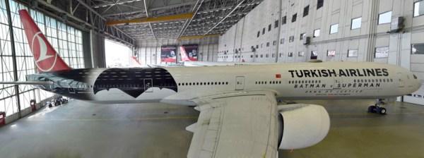 Turkish Airlines Boeing 777-300 mit Batman-Lackierung (© THY)
