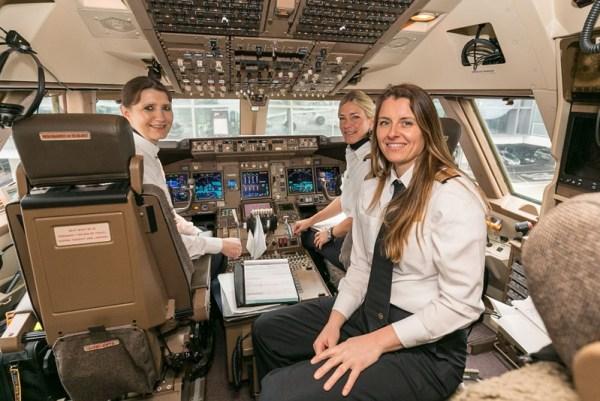 Pilotinnen im 747-Cockpit (© Lufthansa)