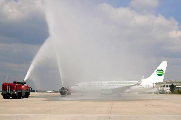 Begrüßung eines Germania-Flugs durch die Flughafenfeuerwehr in Dresden (© DRS Airport)
