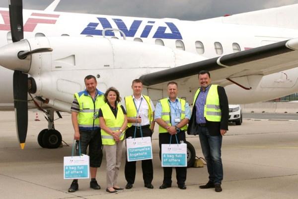 Das Hahn-Vertriebsteam begrüßt Crew der RAV Avia
