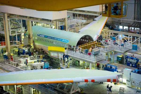 Endmontage des ersten A330neo in Toulouse (© Airbus)