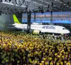 Bombardier und Air Baltic feiern die Auslieferung der ersten CS300 am 28.11. 2016 (© Bombardier)
