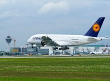 Ein Airbus A380 der Lufthansa landet in München (© FMG/A. Friedel)