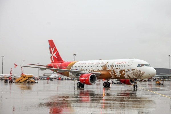 Air Malta Airbus A320 in SOnderlackierung (© VIE Airport)