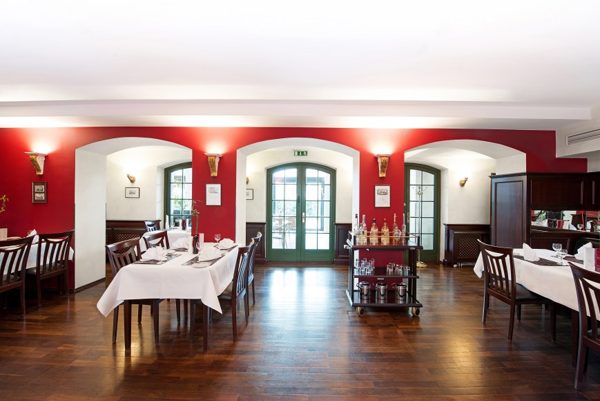 A dormero-hotel-rotes-ross-halle-restaurant-redgrill-totale