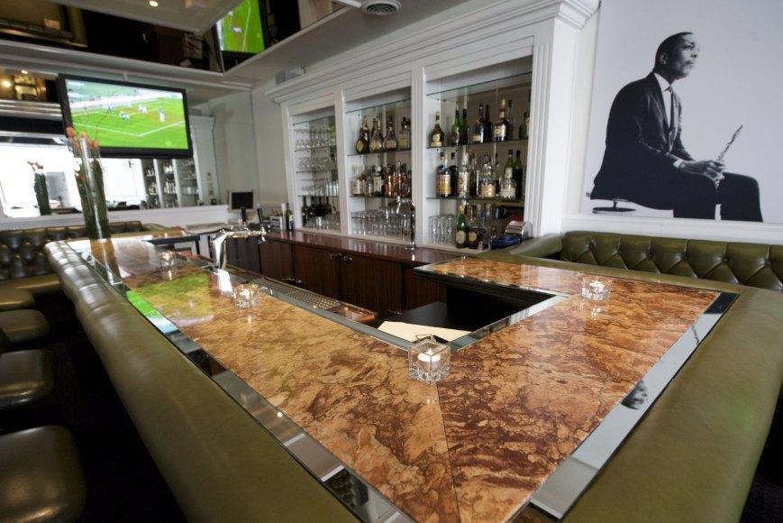 DUE01-hotel bar1