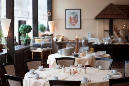 LIE01-restaurant2_high