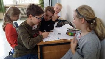 Ganz schön knifflig waren die Quiz-Fragen, die die Schülerinnen und Schüler bei der Europa-Rallye beantworten mussten.