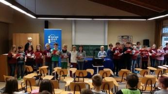 Die Klasse 4b hatte sogar einen eigenen Text für die Europa-Hymne gedichtet und trug ihn den Mitschülern vor.