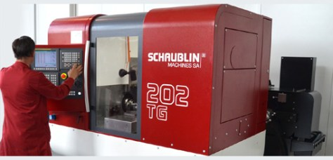 With its large machining area and the pivoting NC, set-ups and production are very easy.