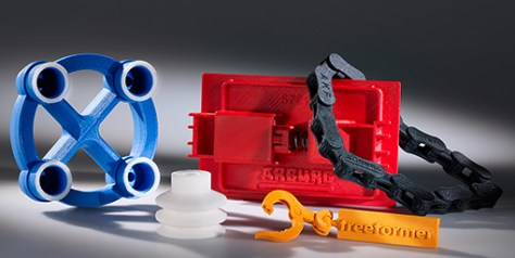 key fobs with an articulated joint (orange part), the Freeformer uses the second discharge unit to construct supporting structures that can easily be removed at a later stage