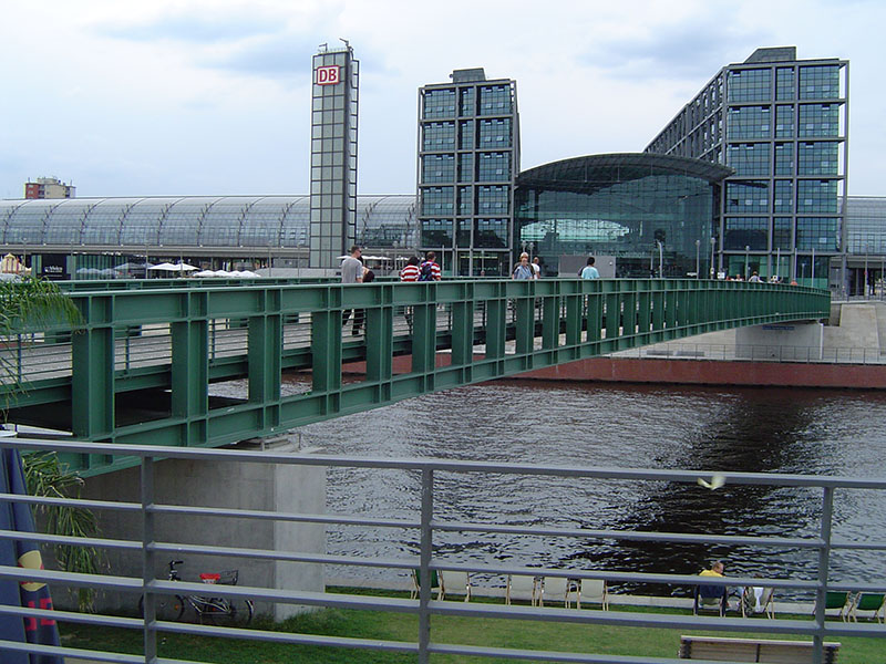 Gustav-Heinemann Bridge in Berlin