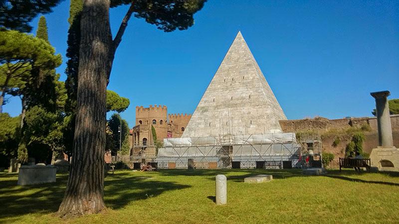 Pirámide de Cayo Cestio