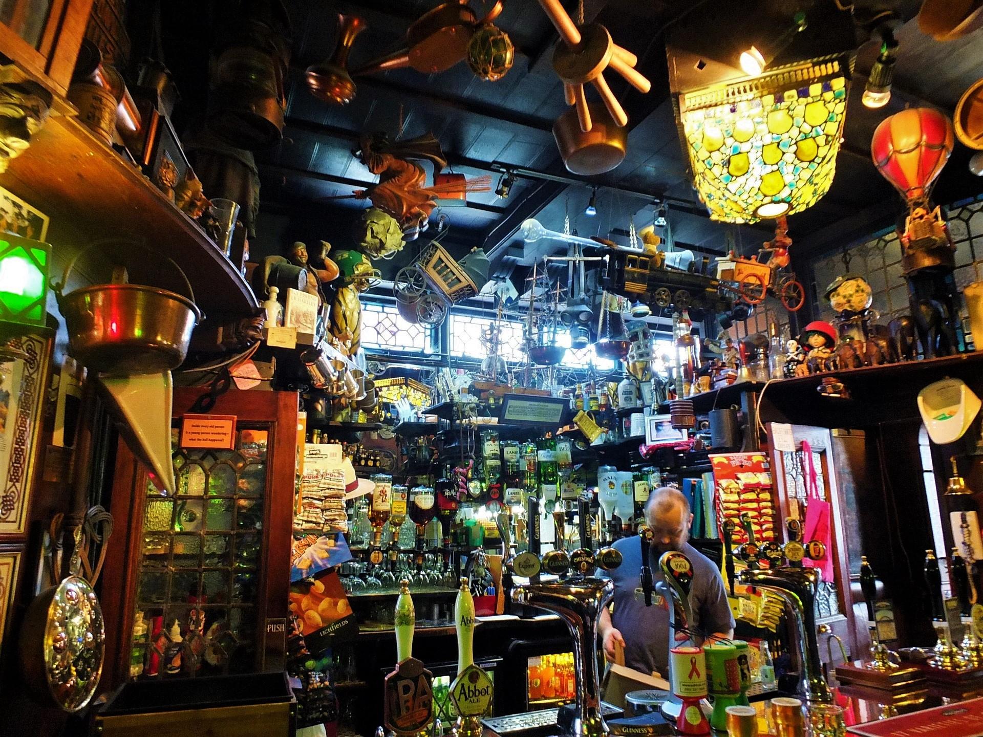 Salir por Edimburgo - un pub en Edimburgo, Escocia