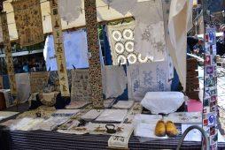 Artículos vintage en el mercado en Delft