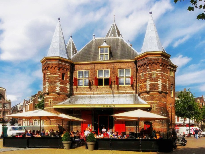 Premium location of In De Waag makes it one of the best restaurants in Amsterdam
