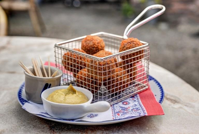 Bitterballen - croquetas de carne frita