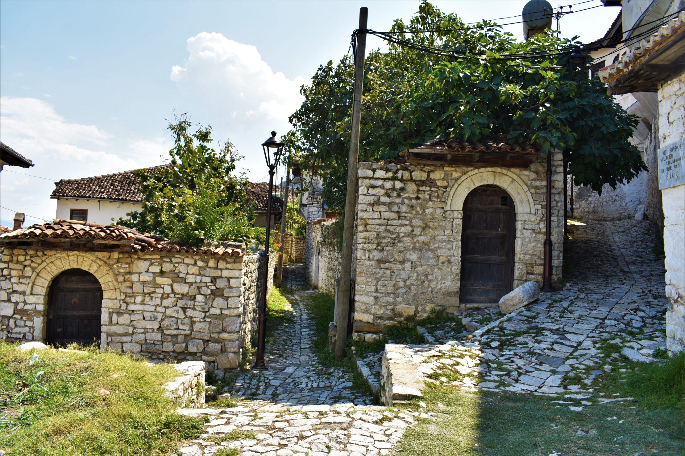 Calles y viviendas en el Castillo de Berat (2)