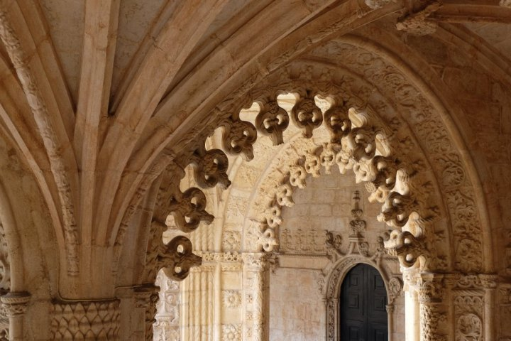 Details of the arches of the cloister of the Jeronimos Monastery, Lisbon, Portugal