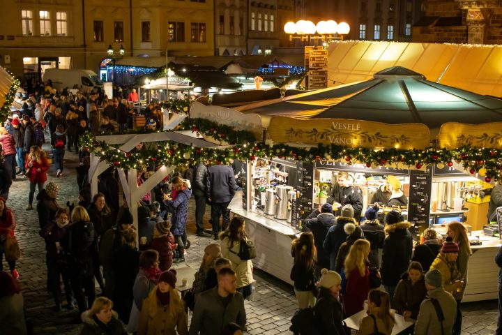 On Prague Christmas markets you will find many drinks to warm up, especially with grog and mulled wine