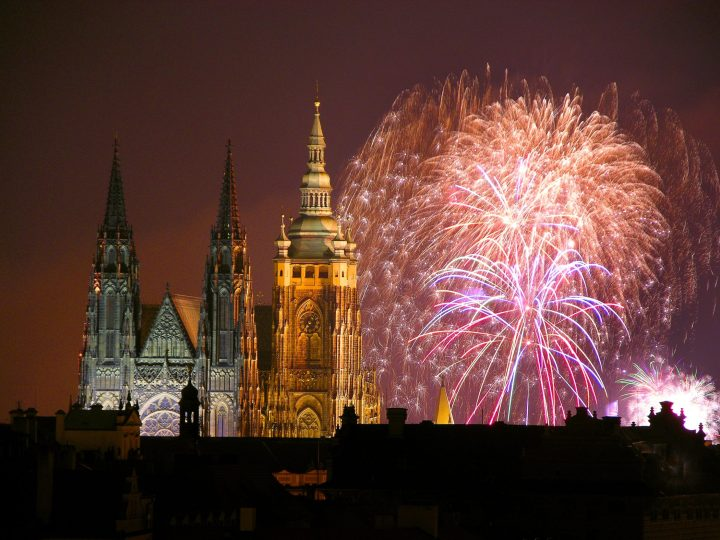 Splendid NYE fireworks over the castle in Prague