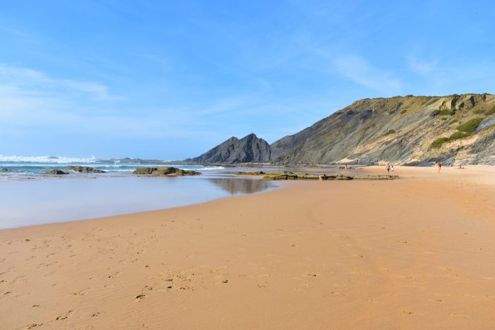 Vast Praia da Amoreira has a great variety of rocks' shapes and colours