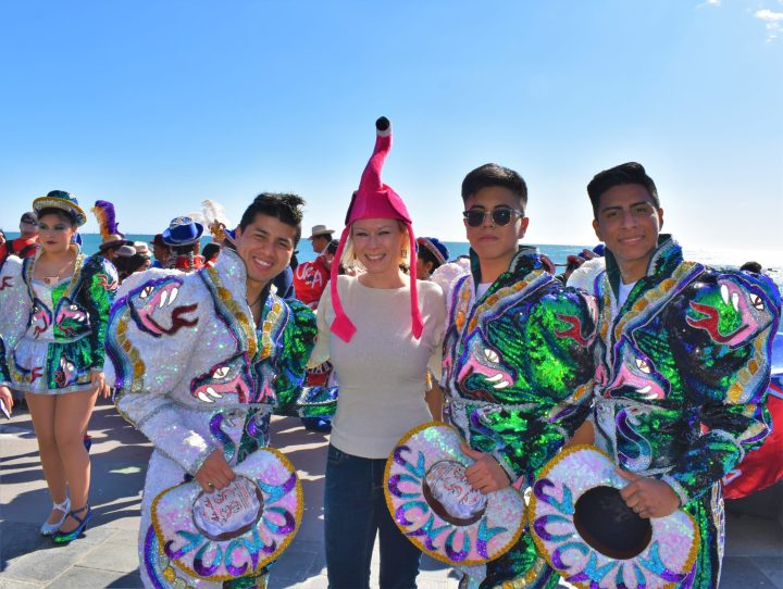 The author of the article with fantastic Bolivian chicos during the carnival in Barceloneta