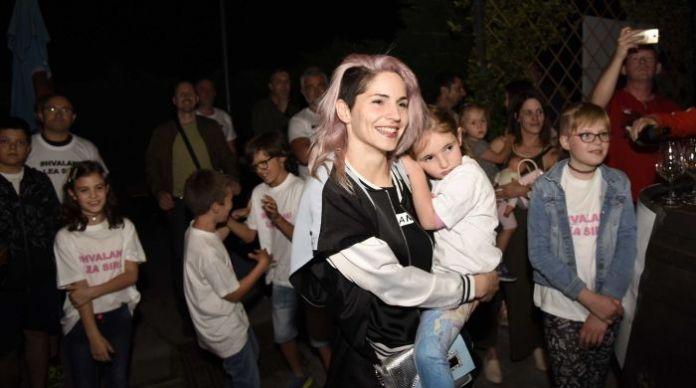 Lea Sirk po powrocie z Lizbony (fot. RTVSLO)