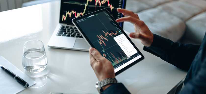 The Difference between Technical and Fundamental Analysis