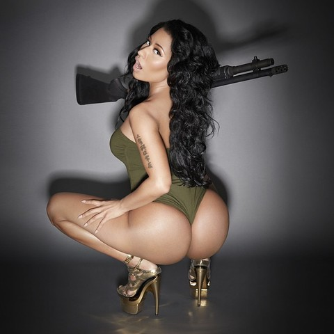 nicki minaj ass pics