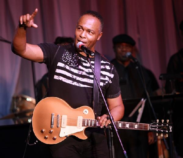 ray parker jr ( with guitar)