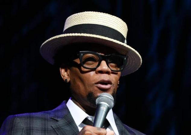 dl hughley - straw hat