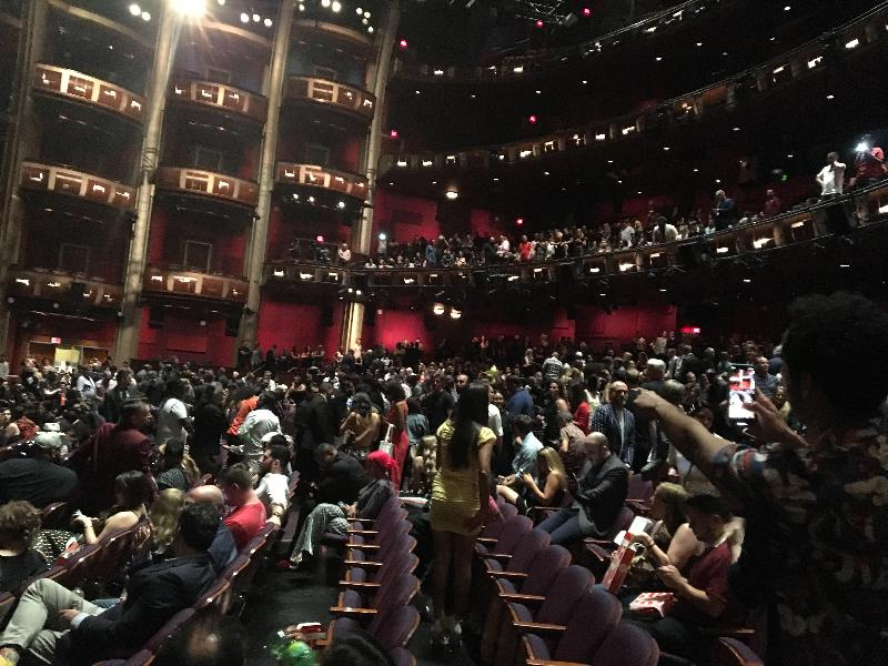 hobbs & shaw - Crowd Returning To Seats After Electrical Spark Scare