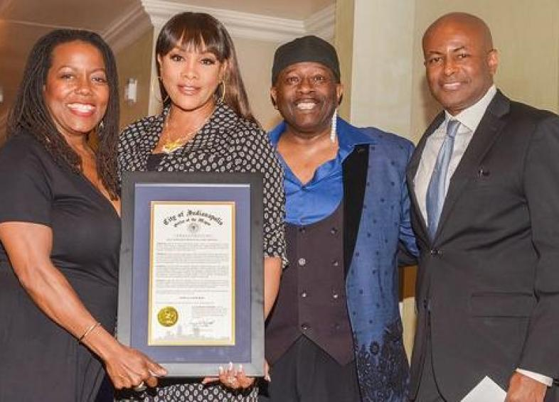 vivica a fox - getting award with other people