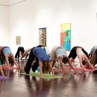 Yoga in het © Austin's Blanton Museum of Art