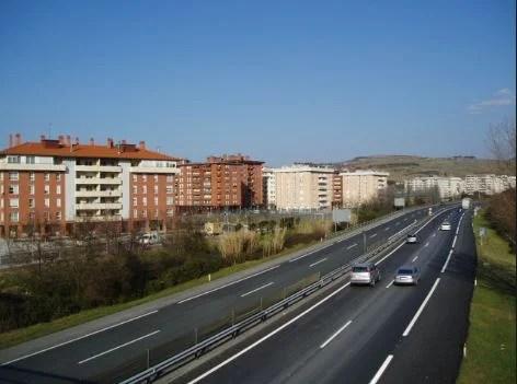 Euskal Autonomia Erkidegoko trafiko-istripuetan hildako 42 pertsonatatik % 55 kolektibo ahulenetako pertsonak ziren,
