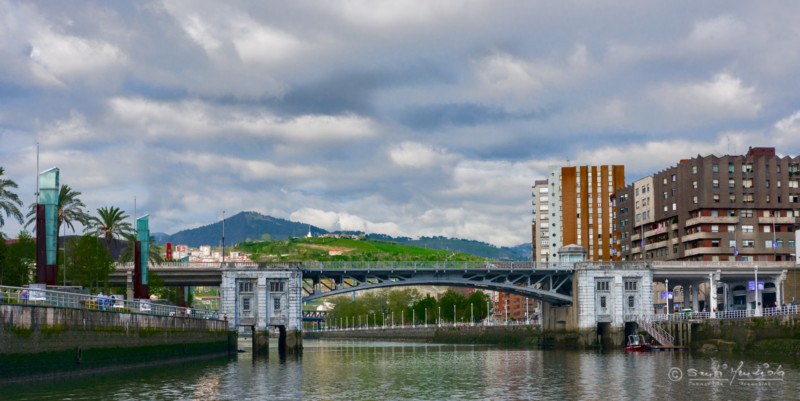 Dos personas son detenidas en Bilbao por agredir a varios policías,