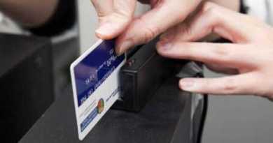 El sistema de lectura de tarjetas electrónicas vuelve a funcionar en las farmacias de Euskadi,
