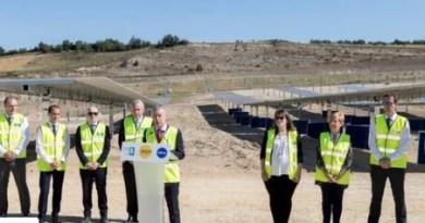 EKIAN, el mayor parque solar de Euskadi, acoge la instalación de las placas solares que entrarán en funcionamiento a final de año,