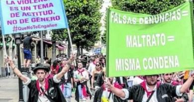 Expulsan a una cuadrilla de Vitoria por mostrar pancartas que cuestionan la violencia machista,