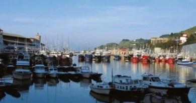 Los jóvenes se pueden incorporar a estancias formativas en barcos pesqueros de Euskadi gracias a becas del Gobierno Vasco,