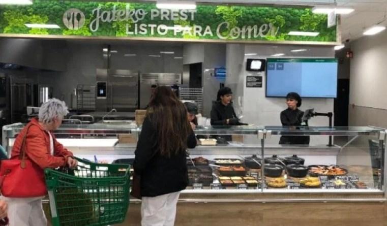 Mercadona inaugura su nuevo modelo de tienda eficiente en la vitoriana calle Simón de Anda,