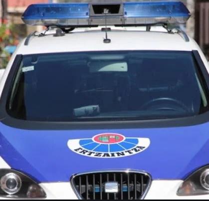 Detenidos durante la madrugada de hoy, domingo, en Bilbao dos varones de 20 y 24 años de edad, tras intentar robar a una mujer,
