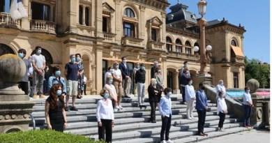 Donostia guarda un minuto de silencio por las víctimas de la COVID-19,