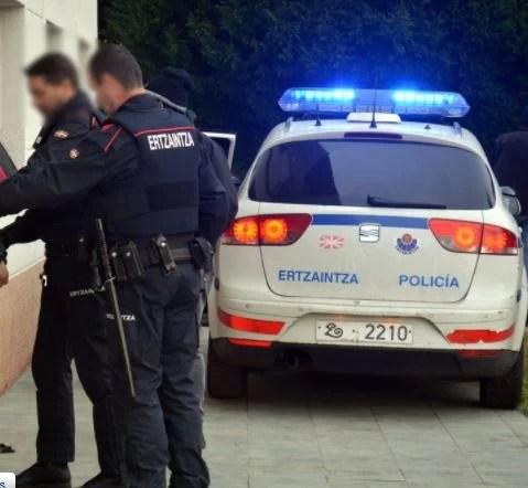 Detenidos dos jóvenes por lanzar objetos contra agentes que dispersaban un botellón en Lezo,