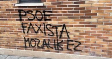 Atacan con pintadas la sede del PSE-EE de Arrasate,