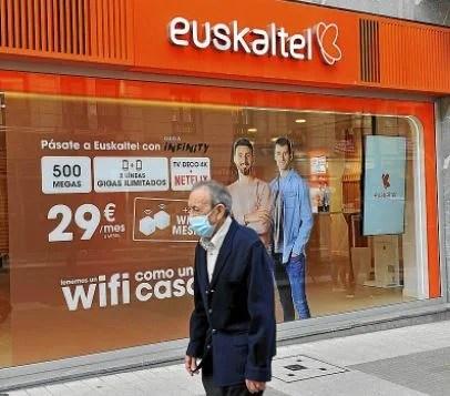 """Urkullu asegura que la OPA a Euskaltel ofrece """"garantías de arraigo no solamente por los cinco próximos años"""","""