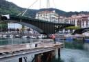 Completada la colocación de las dos estructuras del puente giratorio de Ondarroa,
