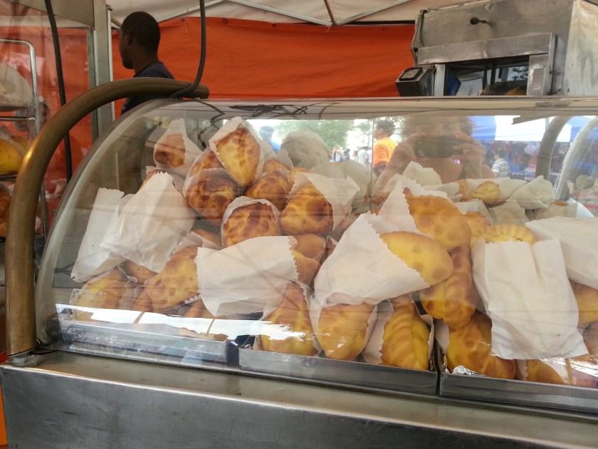 salteñas bolivianas na feira kantuta
