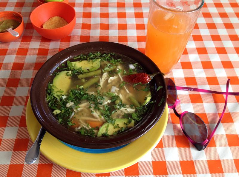 sopa-de-lima-el-aguacate-peninsula-de-yucatan-mexico-eusouatoa